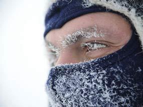 Лицо в маске на морозе